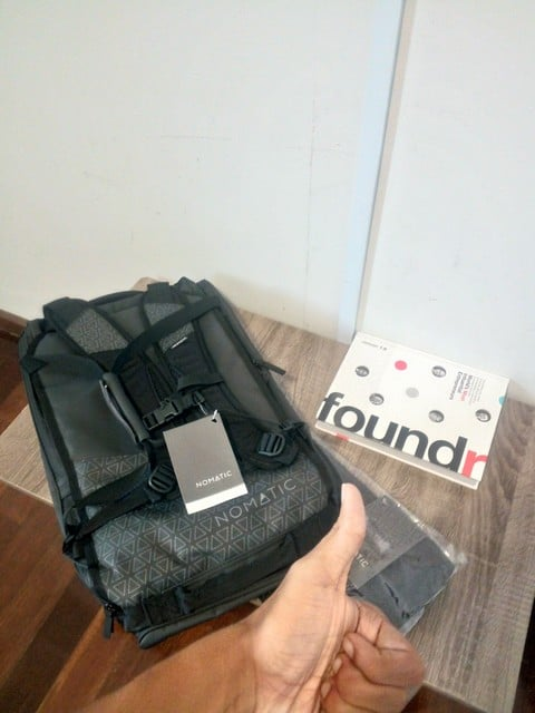 nomatic travel bag foundr